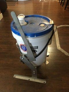 bucket buddy pail tipper1